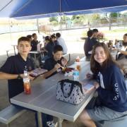 高校生と一緒にランチを食べました。おしゃべりをし、楽しいひとときでした。